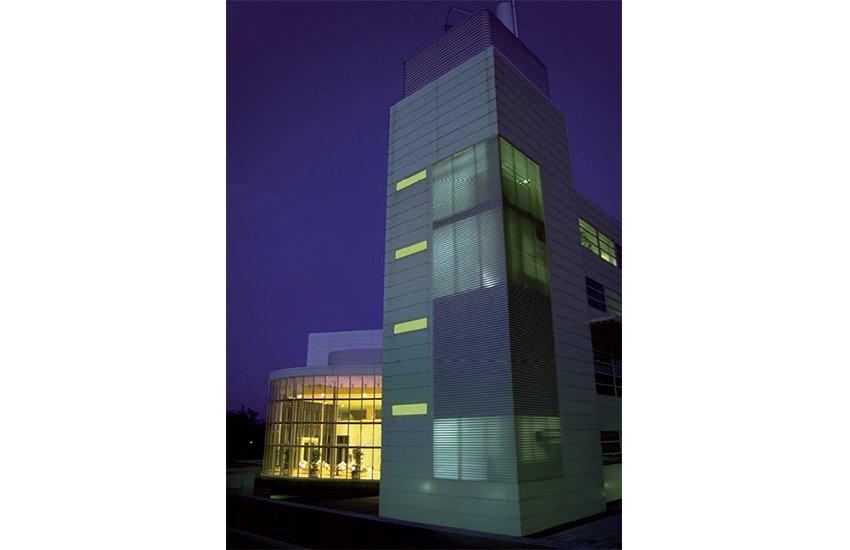 miramon edificio central noche